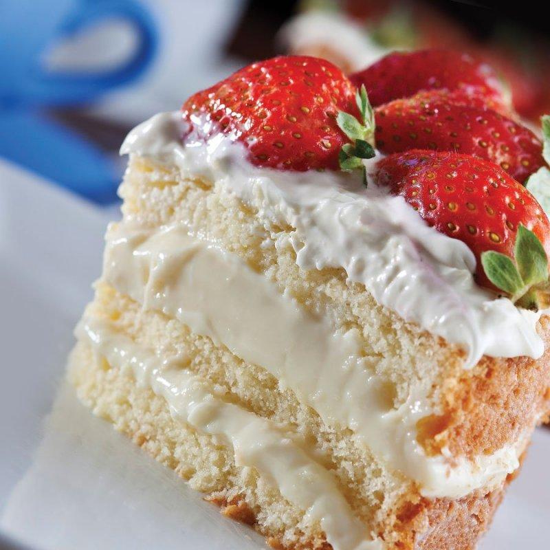 Naked Cake de Morango e Frutas Vermelhas